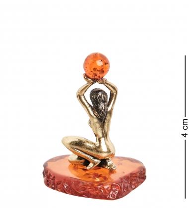 AM- 265 Фигурка  Девушка с шаром   латунь, янтарь
