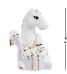 XA-372 Фигурка  Лошадь с подарком