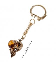 AM- 037 Брелок Кошечка игривая  латунь, янтарь