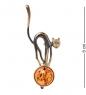 AM- 183 Фигурка-брошь  Кошка на шаре   латунь, янтарь