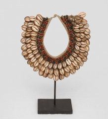 27-004 Ожерелье аборигена  Папуа