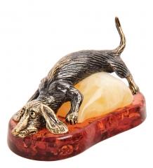 AM- 573 Фигурка Такса на подушке  латунь, янтарь