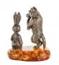 AM- 238 Фигурка  Волк с зайцем   латунь, янтарь