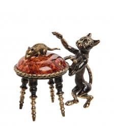 AM- 653 Фигурка «Кот и мышка на пуфе»  латунь, янтарь