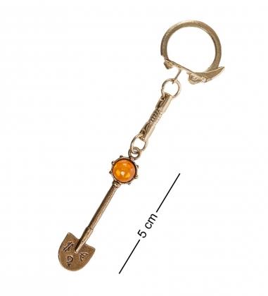 AM- 668 Брелок  Лопата для денег   латунь, янтарь