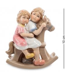 CMS-12/26 Статуэтка  Девочки на лошадке   Pavone