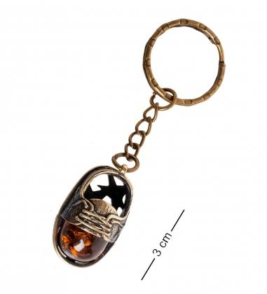 AM- 823 Брелок  Кед   латунь, янтарь