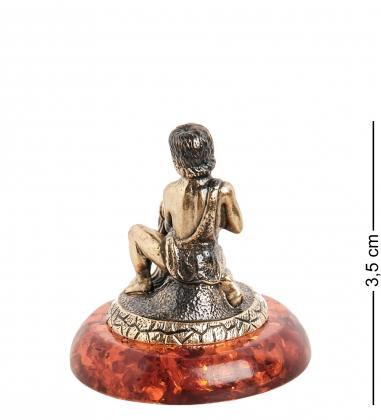 AM- 988 Фигурка  Знак зодиака-Водолей   латунь, янтарь
