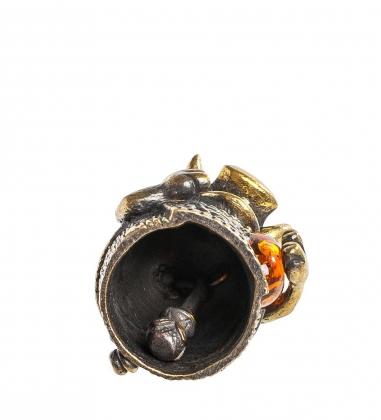 Первая фотография AM-1007 Фигурка  Колокольчик-Кабаняш   латунь, янтарь