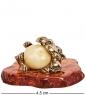 AM-1041 Фигурка  Кот с сосиской на подставке   латунь, янтарь