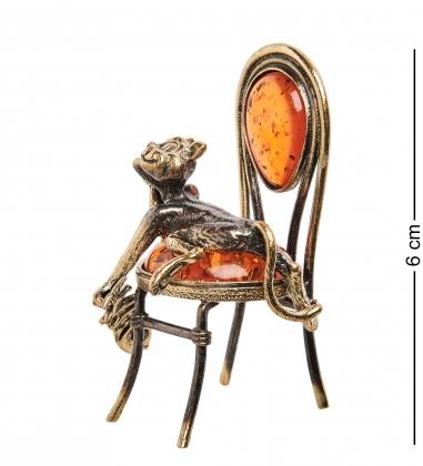 AM-1044 Фигурка  Кот сытый на стуле   латунь, янтарь