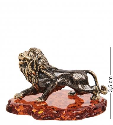 AM-1081 Фигурка  Лев охотник   латунь, янтарь