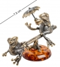 AM-1094 Фигурка  Лягушки на качелях   латунь, янтарь