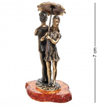 AM-1153 Фигурка  Парочка под зонтом   латунь, янтарь
