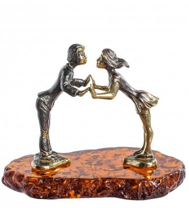 AM-1154 Фигурка  Поцелуй   латунь, янтарь