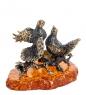 AM-1257 Фигурка  Голубки на гнезде   латунь, янтарь