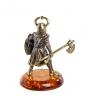 AM-1279 Фигурка  Рыцарь с топором   латунь, янтарь