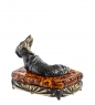 AM-1317 Фигурка  Такса на пуфике   латунь, янтарь