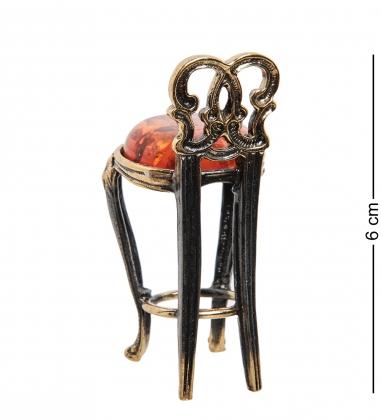 AM-1341 Фигурка  Барный стул   латунь, янтарь