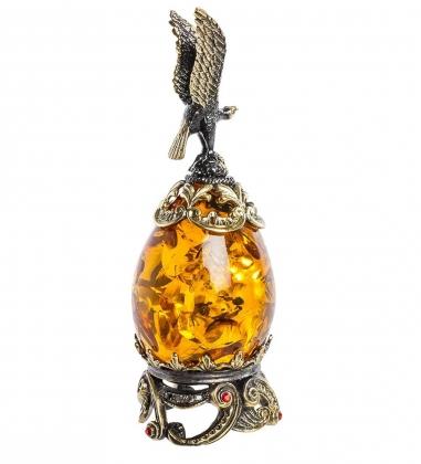 AM-1366 Фигурка  Яйцо с сапсаном   латунь, янтарь