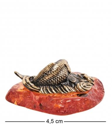 AM-1388 Фигурка  Рыба на волне   латунь, янтарь