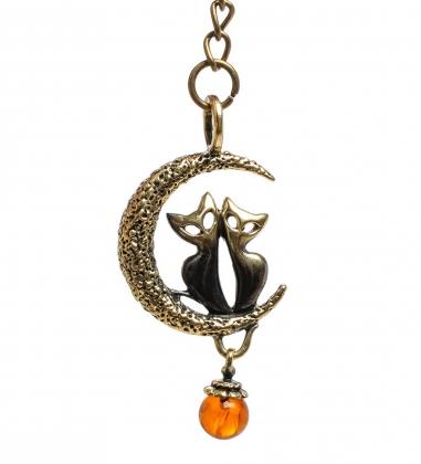 AM-1462 Брелок  Коты на луне   латунь, янтарь
