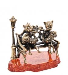 AM-1485 Фигурка «Коты большая семья»  латунь, янтарь