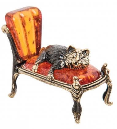 AM-1536 Фигурка  Кот на кушетке   латунь, янтарь