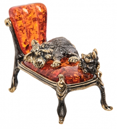 AM-1557 Фигурка Кот и мышь на кушетке  латунь, янтарь