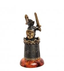AM-1588 Наперсток  Рыцарь на подставке   латунь, янтарь
