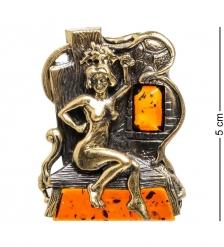 AM-1610 Магнит  Банщица   латунь, янтарь