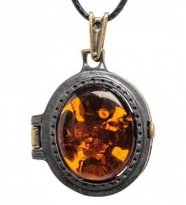 AM-1745 Подвеска Медальон Филин  латунь, янтарь