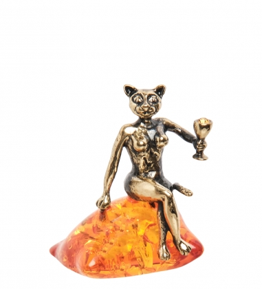 AM-1812 Фигурка «Кошечка с бокалом»  латунь, янтарь