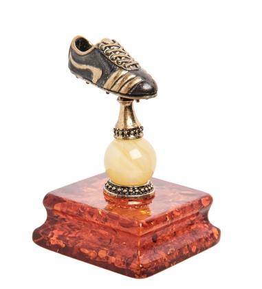 AM-1844 Фигурка  Футболльная бутса   латунь, янтарь