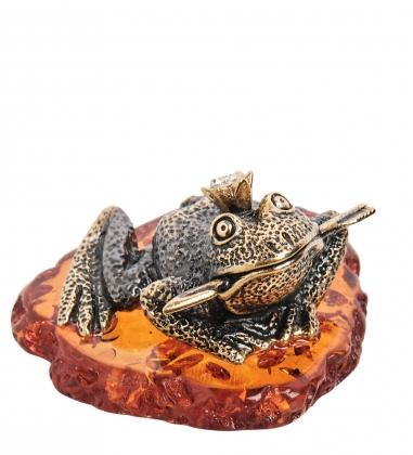 AM-1863 Фигурка  Лягушка царевна   латунь, янтарь