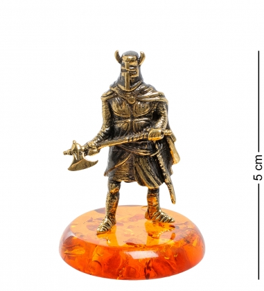 AM-1869 Фигурка  Рыцарь с топором   латунь, янтарь
