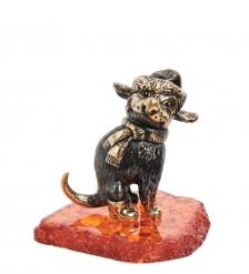 AM-1954 Фигурка «Собака Зимнее счастье»  латунь, янтарь