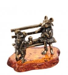 AM-2051 Фигурка «Мышки на скамейке»  латунь, янтарь
