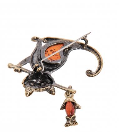 AM-2336 Брошь  Кот рыбак   латунь, янтарь