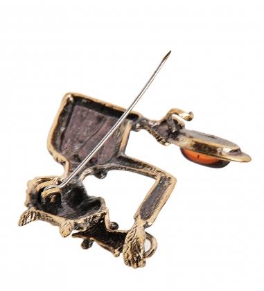 AM-2340 Брошь  Кот Фокусник   латунь, янтарь
