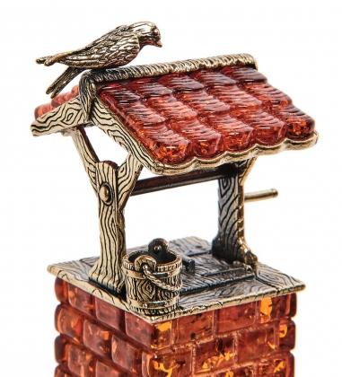 AM-2763 Фигурка «Колодец с птичкой»  латунь, янтарь