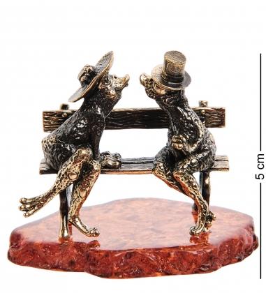 AM-3026 Фигурка «Лягушки Волшебный поцелуй»  латунь, янтарь