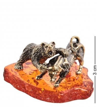 AM-3035 Фигурка «Медведь и бык»  латунь, янтарь