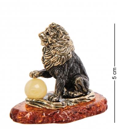 AM-3102 Фигурка «Лев с шаром»  латунь, янтарь