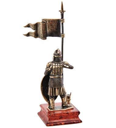 AM-3263 Фигурка «Рыцарь Славянский воин с флагом»  латунь, янтарь