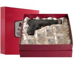 Набор штоф Пистолет 6 рюмок Герб к/к красный Накладка Настоящий мужчина