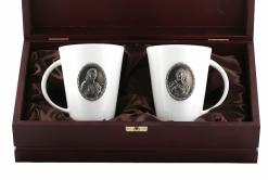 Набор из двух чашек с накладкой Петр и Екатерина в деревянном футляре
