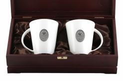 Набор из двух чашек с накладкой Живи по царски  в деревянном футляре